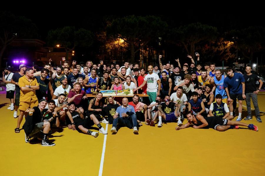 https://www.basketmarche.it/immagini_articoli/30-08-2021/grande-successo-linaugurazione-ufficiale-campetti-vegas-benedetto-tronto-600.jpg