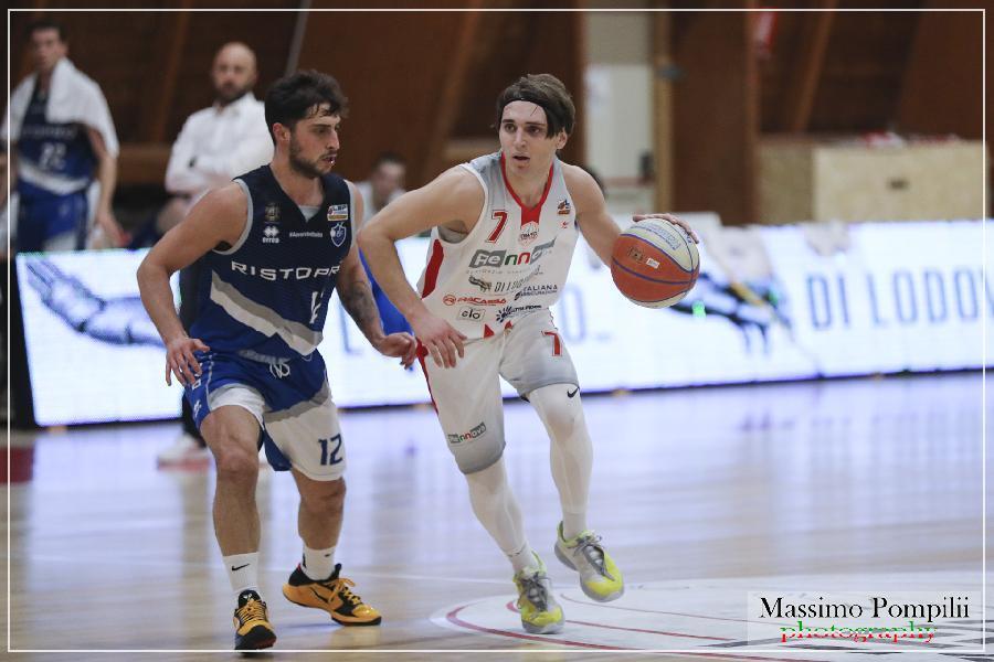 https://www.basketmarche.it/immagini_articoli/30-08-2021/porto-sant-elpidio-basket-spot-playmaker-punta-cristiano-faragalli-600.jpg