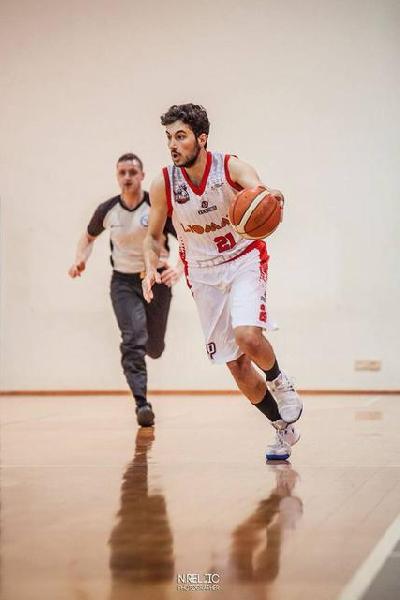 https://www.basketmarche.it/immagini_articoli/30-09-2018/esordio-amaro-perugia-basket-unibasket-lanciano-passa-pala-focci-600.jpg