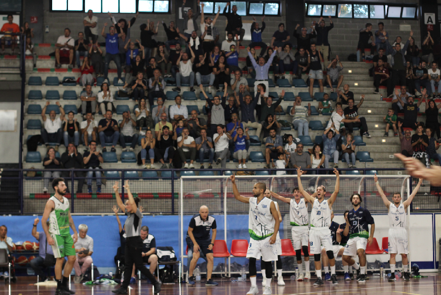 https://www.basketmarche.it/immagini_articoli/30-09-2018/foligno-basket-supera-magic-basket-chieti-parole-allenatori-600.png