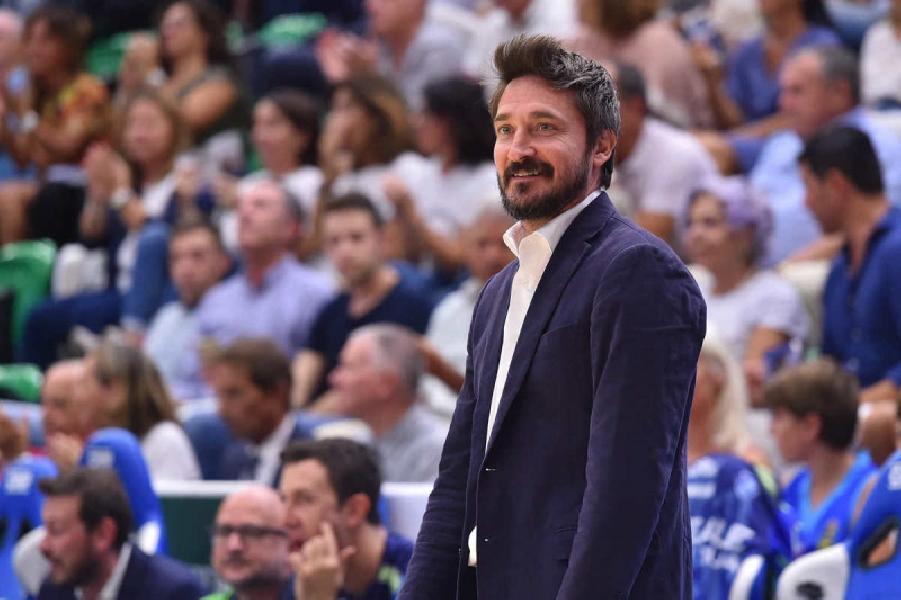 https://www.basketmarche.it/immagini_articoli/30-09-2019/dinamo-sassari-coach-pozzecco-squadra-stanca-siamo-ancora-fase-costruzione-600.jpg
