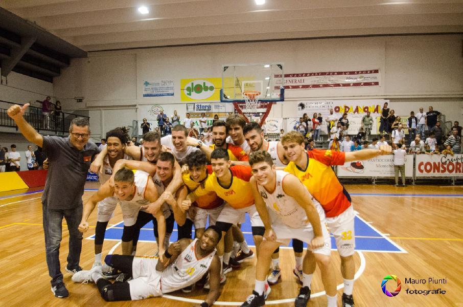 https://www.basketmarche.it/immagini_articoli/30-09-2019/giulianova-basket-firma-impresa-vince-derby-teate-basket-chieti-600.jpg