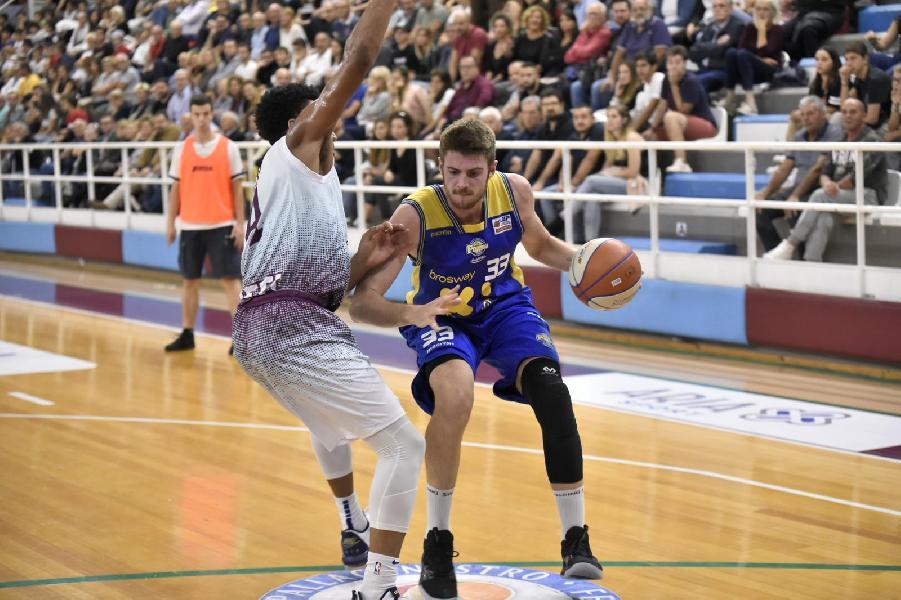 https://www.basketmarche.it/immagini_articoli/30-09-2019/niente-rivincita-poderosa-montegranaro-rieti-vince-anche-memorial-gasperini-600.jpg