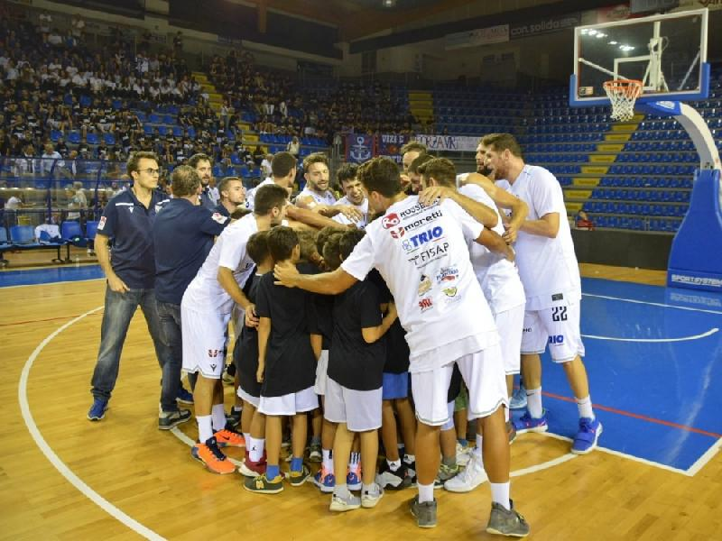 https://www.basketmarche.it/immagini_articoli/30-09-2019/virtus-civitanova-gode-vittoria-derby-sutor-montegranaro-600.jpg