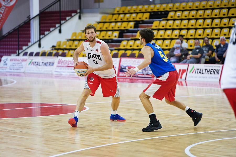 https://www.basketmarche.it/immagini_articoli/30-09-2020/buon-test-amichevole-tramec-cento-pallacanestro-fiorenzuola-600.jpg