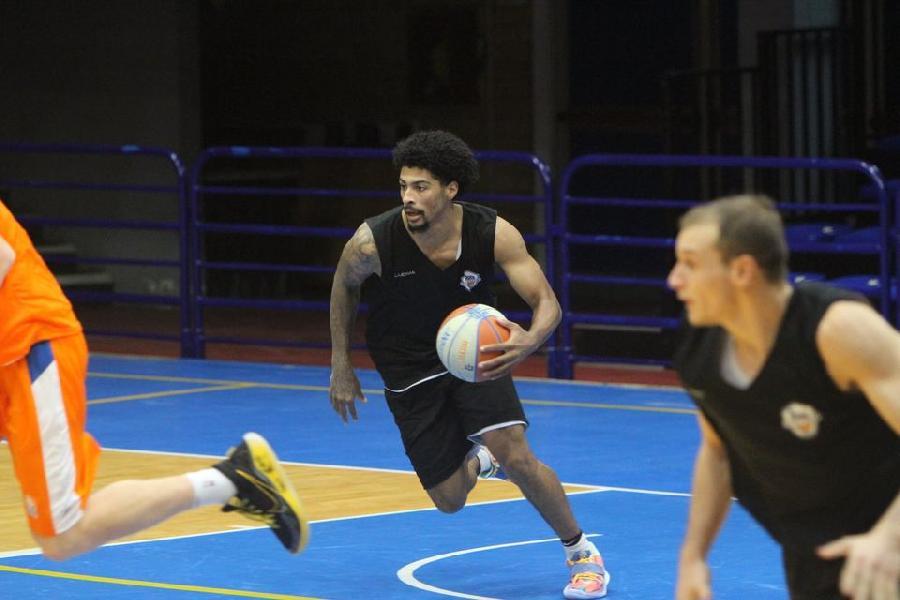 https://www.basketmarche.it/immagini_articoli/30-09-2020/eurobasket-roma-passi-avanti-amichevole-latina-basket-600.jpg