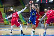 https://www.basketmarche.it/immagini_articoli/30-09-2020/tripla-james-regala-vittoria-oras-ravenna-scaligera-verona-120.jpg