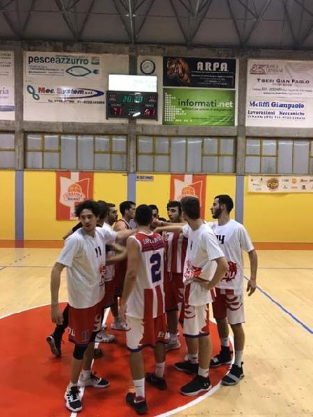 https://www.basketmarche.it/immagini_articoli/30-10-2019/posticipo-magarinos-fantino-trascinano-basket-durante-urbania-campo-titans-jesi-600.jpg
