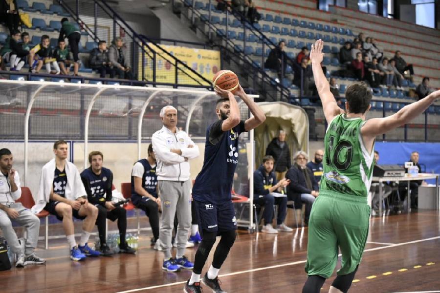 https://www.basketmarche.it/immagini_articoli/30-11-2018/poderosa-montegranaro-supera-mens-sana-siena-amichevole-disputata-foligno-600.jpg