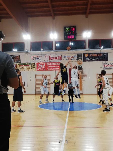 https://www.basketmarche.it/immagini_articoli/30-11-2018/regionale-live-girone-anticipi-settima-giornata-tempo-reale-600.jpg