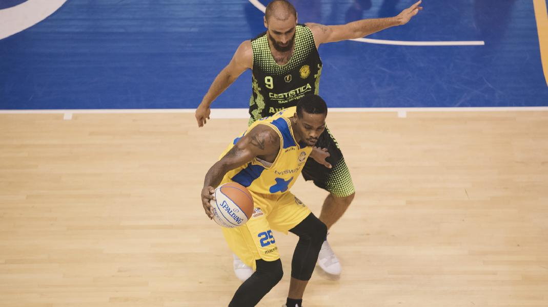 https://www.basketmarche.it/immagini_articoli/30-11-2019/poderosa-montegranaro-cestistica-severo-conta-solo-vittoria-600.jpg