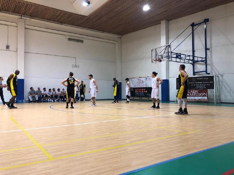 https://www.basketmarche.it/immagini_articoli/30-11-2019/senigallia-basket-2020-supera-anche-basket-jesi-resta-imbattuto-600.jpg