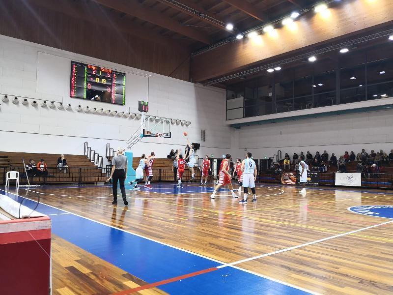 https://www.basketmarche.it/immagini_articoli/30-11-2019/titano-marino-scappa-finale-supera-basket-tolentino-600.jpg