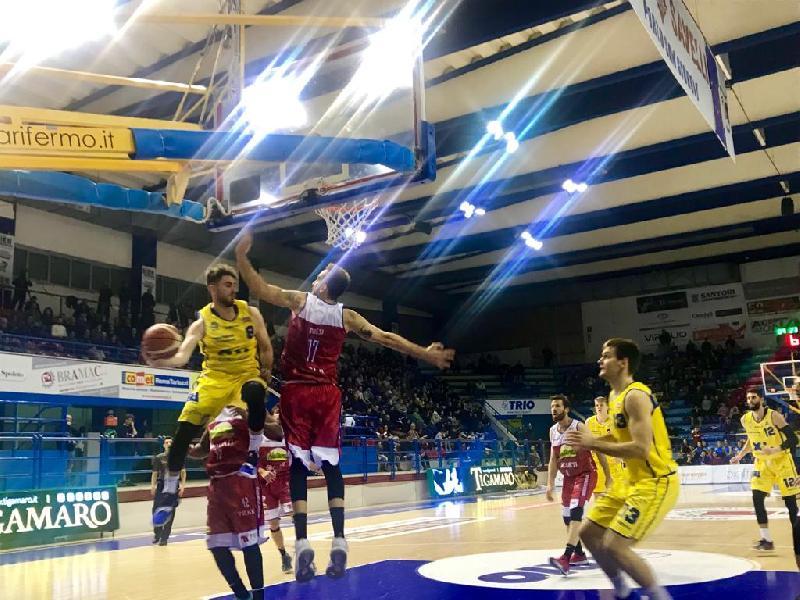 https://www.basketmarche.it/immagini_articoli/30-12-2018/poderosa-montegranaro-vince-scioltezza-andrea-costa-imola-600.jpg