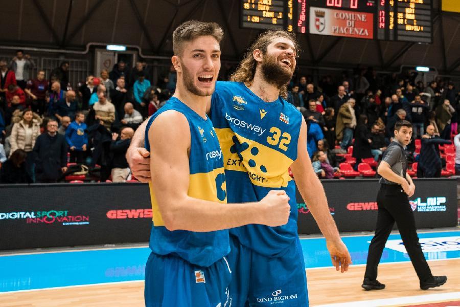 https://www.basketmarche.it/immagini_articoli/30-12-2019/botto-fine-anno-poderosa-montegranaro-esordio-coach-carlo-regala-punti-piacenza-600.jpg