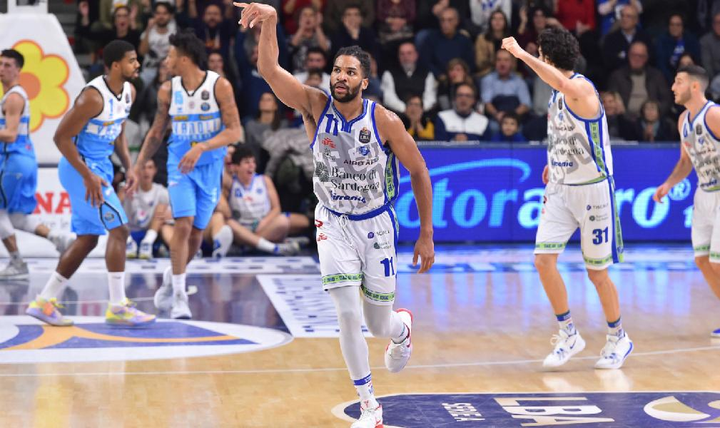 https://www.basketmarche.it/immagini_articoli/30-12-2019/dinamo-sassari-conquista-sesta-vittoria-consecutiva-vanoli-cremona-600.jpg