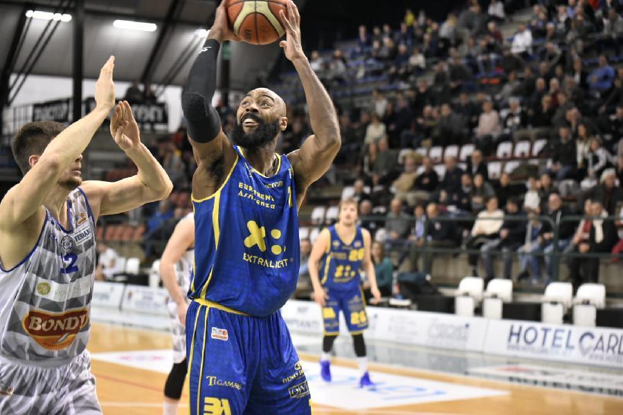 https://www.basketmarche.it/immagini_articoli/31-01-2019/campo-ferrara-arriva-ottava-vittoria-consecutiva-poderosa-montegranaro-600.jpg