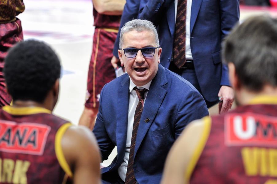 https://www.basketmarche.it/immagini_articoli/31-01-2021/venezia-coach-raffaele-pesaro-squadra-qualit-vale-playoff-dovremo-interrompere-loro-ritmo-600.jpg