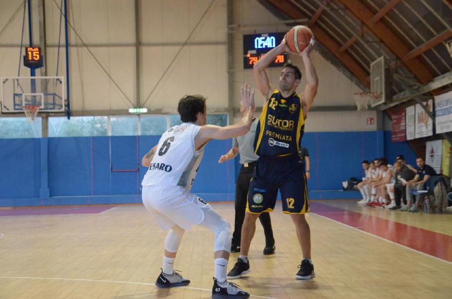 https://www.basketmarche.it/immagini_articoli/31-03-2019/bramante-pesaro-supera-sutor-montegranaro-avvicina-playoff-600.jpg