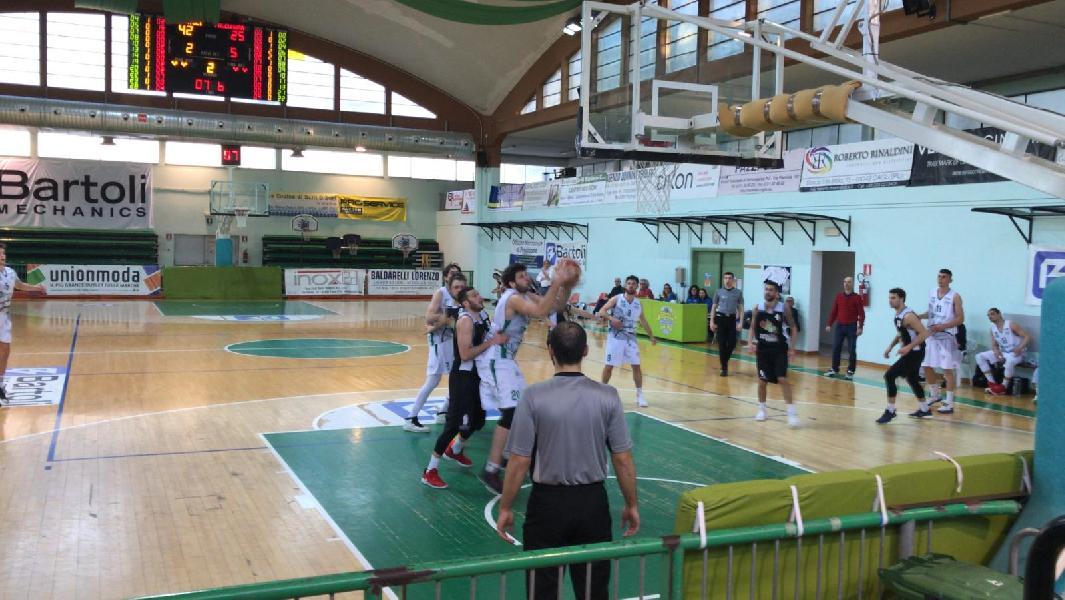 https://www.basketmarche.it/immagini_articoli/31-03-2019/netta-vittoria-basket-fossombrone-falconara-basket-600.jpg