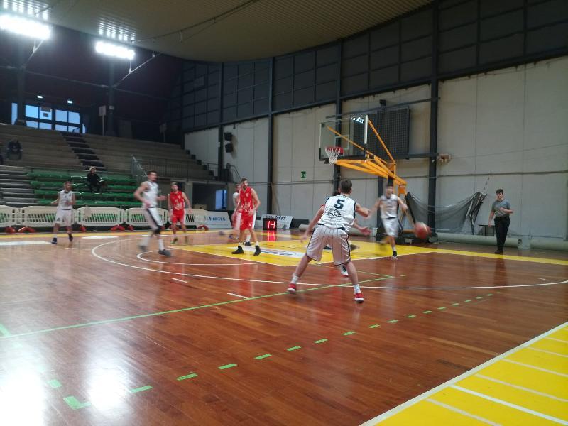 https://www.basketmarche.it/immagini_articoli/31-03-2019/pallacanestro-perugia-espugna-volata-campo-atomika-spoleto-600.jpg
