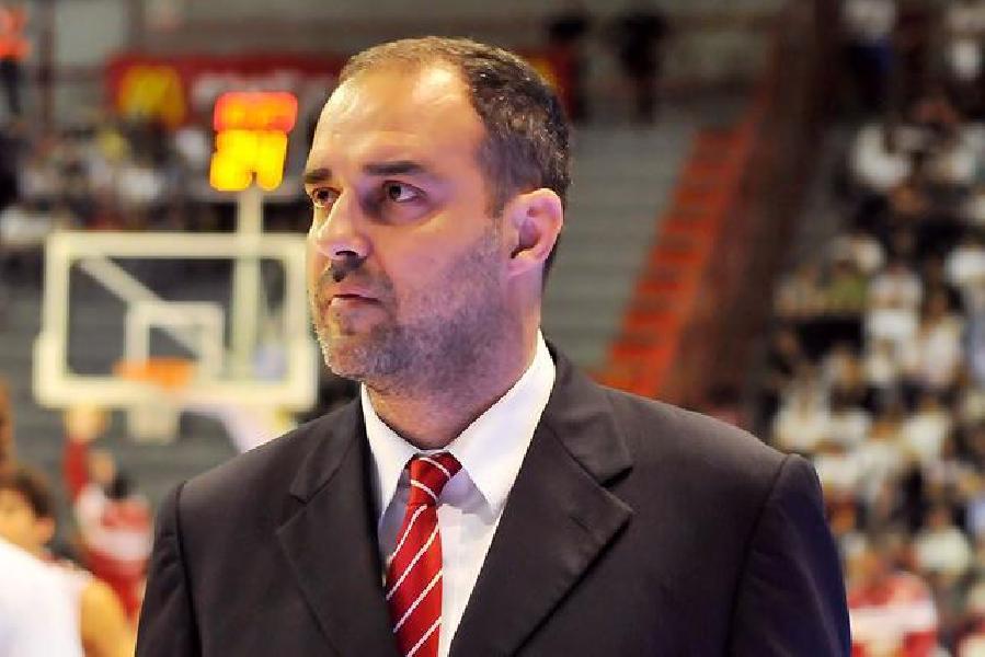 https://www.basketmarche.it/immagini_articoli/31-03-2019/ufficiale-paolo-moretti-allenatore-pistoia-basket-600.jpg