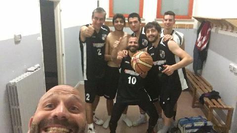 https://www.basketmarche.it/immagini_articoli/31-05-2017/promozione-coppa-marche-gara-3-il-new-basket-montecchio-conquista-la-coppa-270.jpg