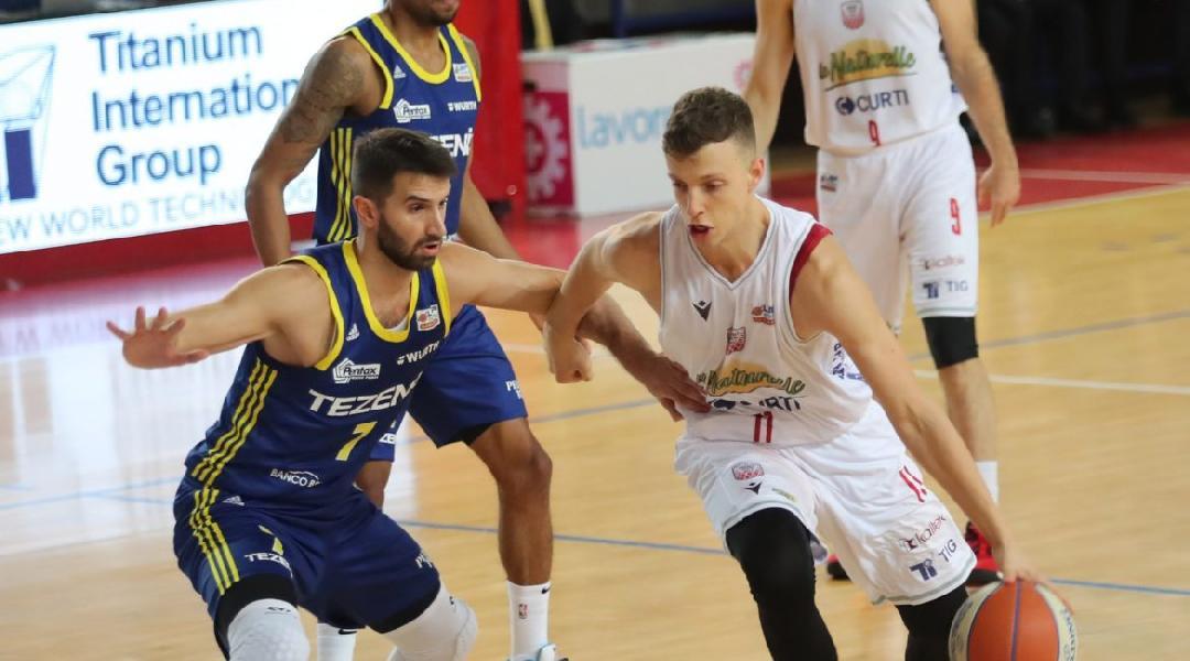 https://www.basketmarche.it/immagini_articoli/31-07-2020/ufficiale-lorenzo-baldasso-giocatore-latina-basket-600.jpg