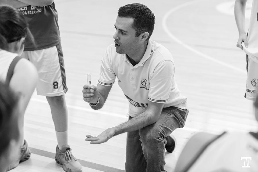 https://www.basketmarche.it/immagini_articoli/31-07-2021/thunder-matelica-fabriano-ufficiale-conferma-coach-orazio-cutugno-600.jpg
