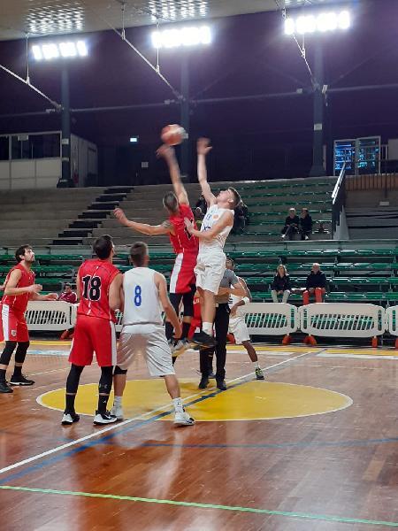 https://www.basketmarche.it/immagini_articoli/31-10-2019/basket-assisi-espugna-campo-giromondo-spoleto-rimane-imbattuto-600.jpg