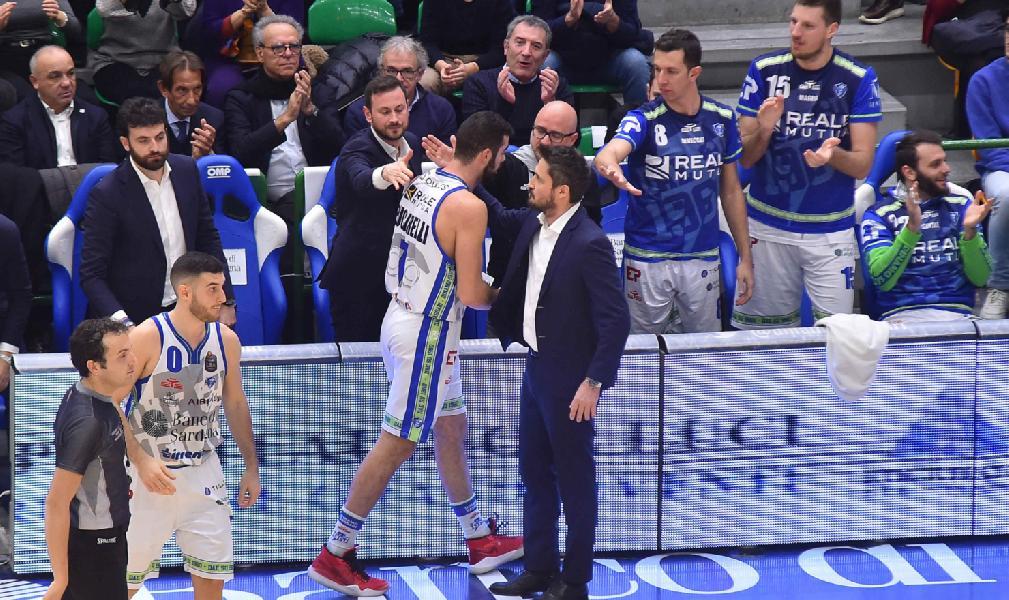 https://www.basketmarche.it/immagini_articoli/31-12-2019/dinamo-sassari-coach-pozzecco-ragazzi-sono-andati-oltre-fatica-pubblico-dato-mano-enorme-600.jpg