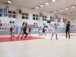 https://www.basketmarche.it/resizer/resize.php?url=https://www.basketmarche.it/immagini_campionati/01-02-2020/1580580111-71-.jpg&size=267x200c0