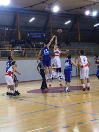 https://www.basketmarche.it/resizer/resize.php?url=https://www.basketmarche.it/immagini_campionati/03-11-2018/1541282179-48-.jpg&size=203x270c0
