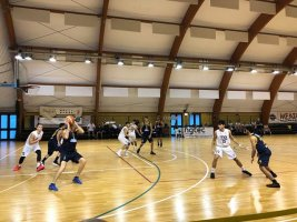https://www.basketmarche.it/resizer/resize.php?url=https://www.basketmarche.it/immagini_campionati/13-10-2019/1570950511-45-.jpg&size=267x200c0