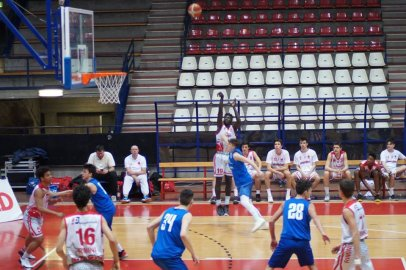 https://www.basketmarche.it/resizer/resize.php?url=https://www.basketmarche.it/immagini_campionati/15-01-2019/1547575689-25-.jpg&size=406x270c0