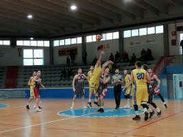 https://www.basketmarche.it/resizer/resize.php?url=https://www.basketmarche.it/immagini_campionati/17-03-2019/1552856635-141-.jpg&size=267x200c0