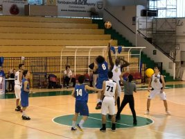 https://www.basketmarche.it/resizer/resize.php?url=https://www.basketmarche.it/immagini_campionati/19-05-2019/1558254496-54-.jpg&size=267x200c0