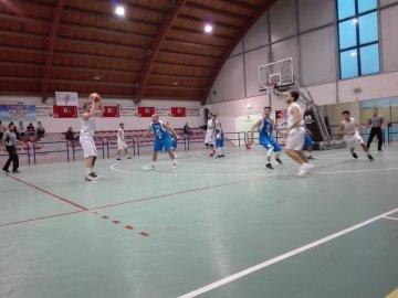 https://www.basketmarche.it/resizer/resize.php?url=https://www.basketmarche.it/immagini_campionati/20-10-2018/1540060622-380-.jpeg&size=360x270c0