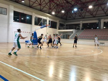 https://www.basketmarche.it/resizer/resize.php?url=https://www.basketmarche.it/immagini_campionati/21-10-2018/1540112492-251-.jpg&size=360x270c0