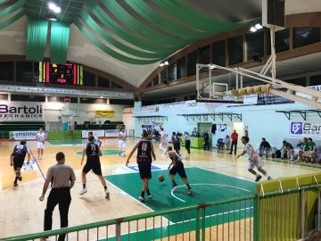 https://www.basketmarche.it/resizer/resize.php?url=https://www.basketmarche.it/immagini_campionati/25-11-2018/1543171392-39-.jpeg&size=360x270c0