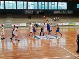 https://www.basketmarche.it/resizer/resize.php?url=https://www.basketmarche.it/immagini_campionati/27-10-2019/1572164759-390-.jpg&size=267x200c0