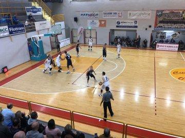 https://www.basketmarche.it/resizer/resize.php?url=https://www.basketmarche.it/immagini_campionati/28-10-2018/1540749465-276-.jpeg&size=360x270c0